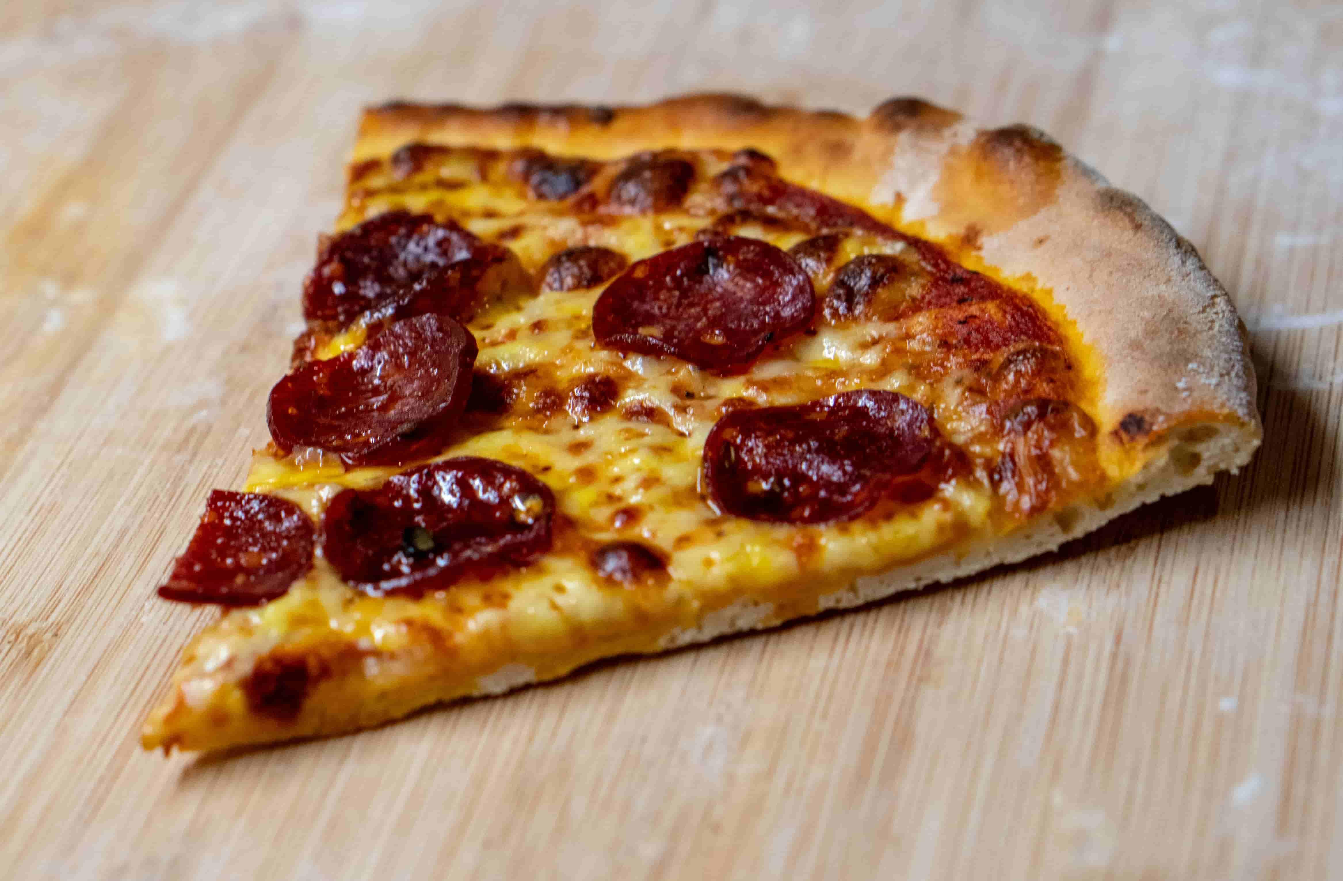 まだピザは胃の中に収まってない